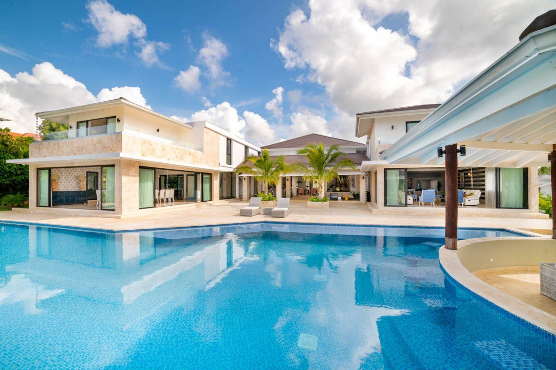 Single Family Homes for Sale at Las Lomas # 3 – Majestic and Awe-Inspiring Palatial Golf Residence Las Lomas # 3 Casa De Campo, La Romana 22000 Dominican Republic