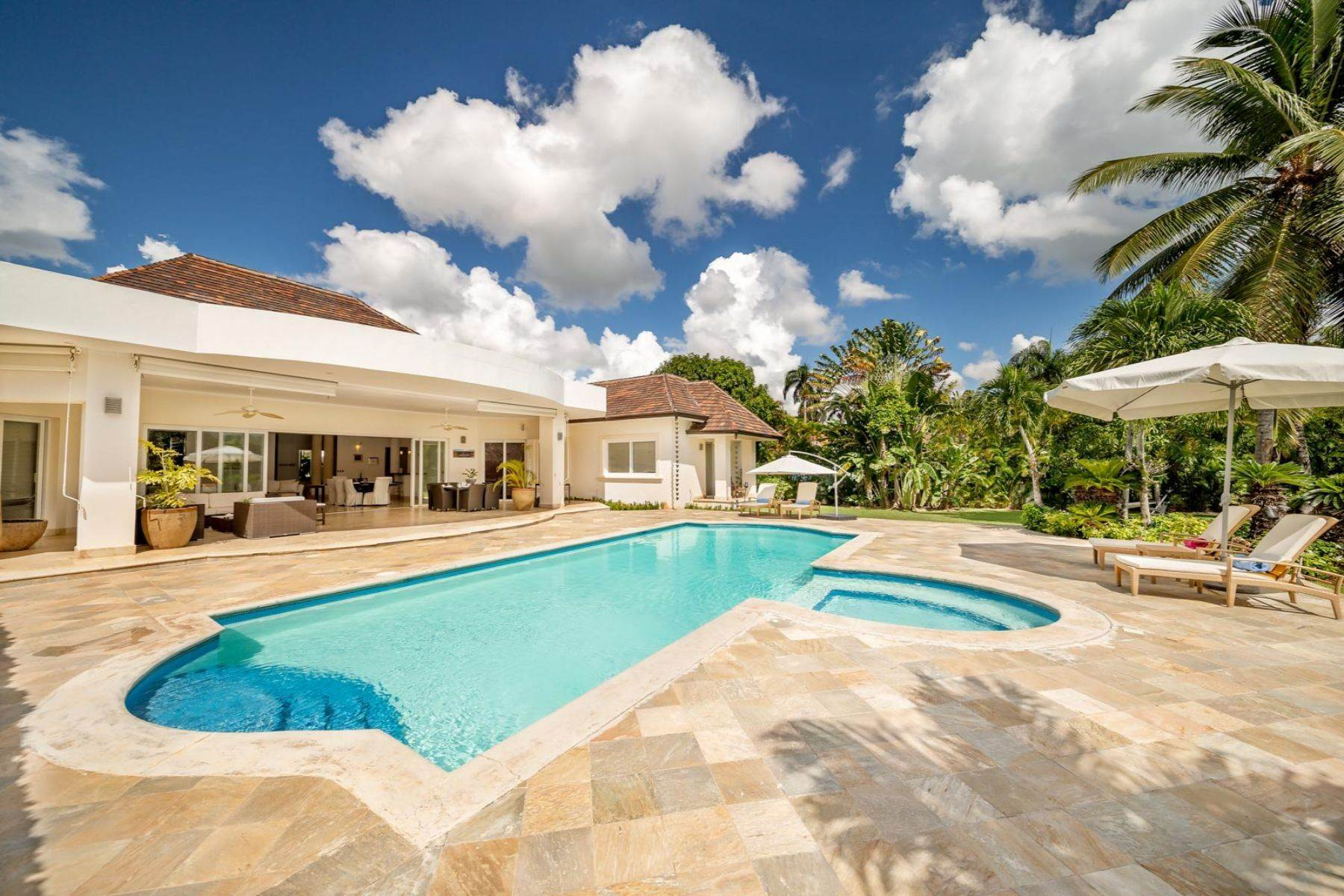 Single Family Homes for Sale at Los Mangos # 20 - Elegant and modern villa located in the heart of Casa de Campo Los Mangos # 20 Casa De Campo, La Romana 22000 Dominican Republic